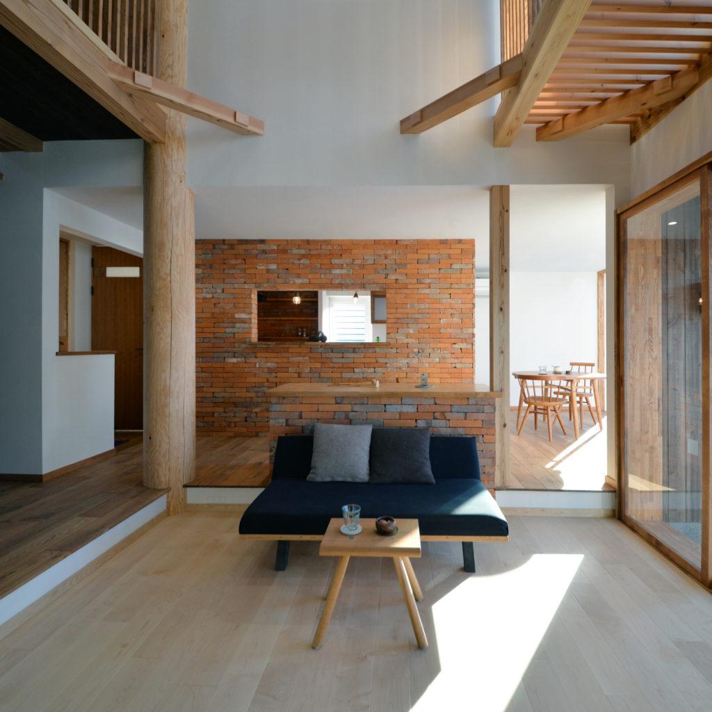 杉と漆喰のパッシブデザインハウス
