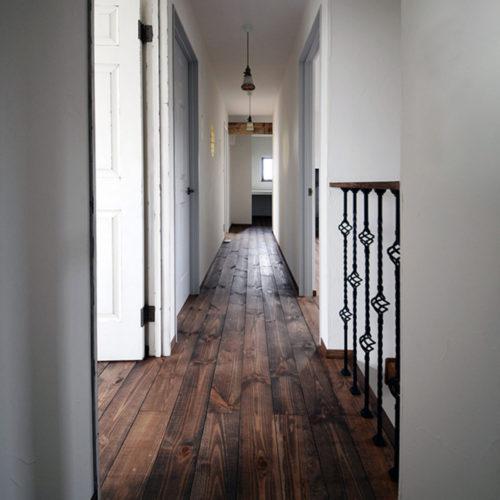 アンティークの似合う ヴィンテージハウス 廊下