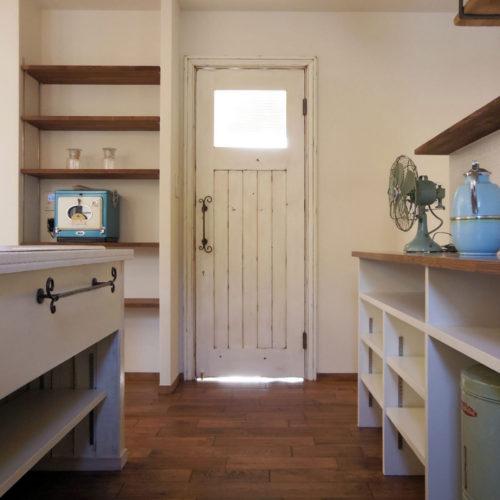 アンティークの似合う ヴィンテージハウス キッチン