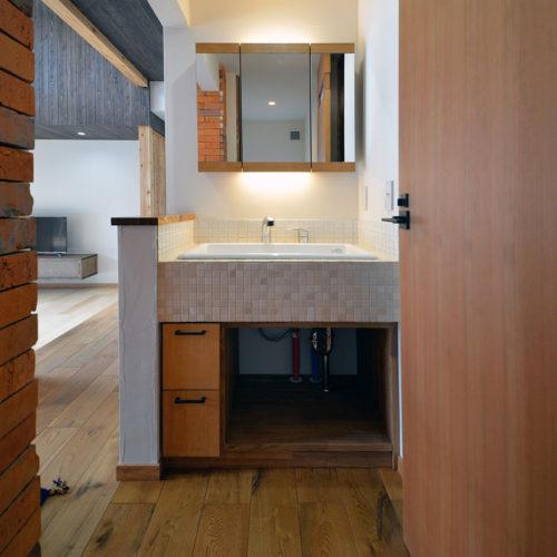 杉と漆喰のパッシブデザインハウス サニタリー