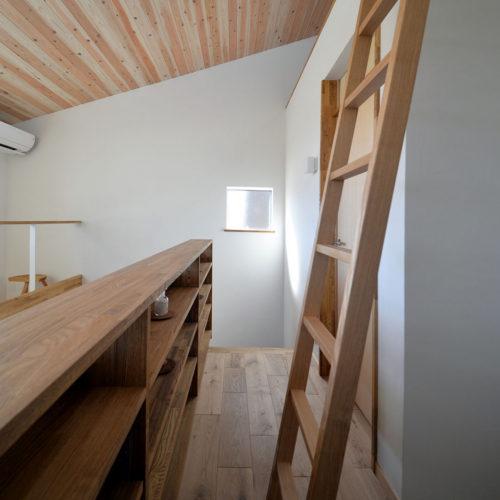 木漏れ日の家 本棚
