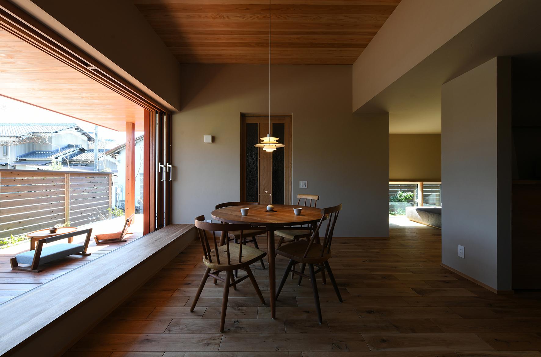 高天井 住宅 オープン木製サッシ