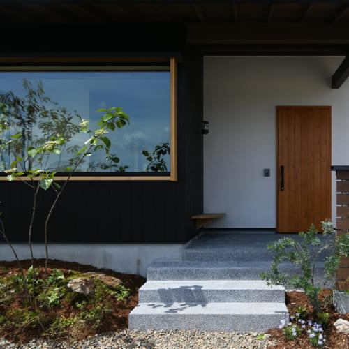 玄関ポーチ 木の家