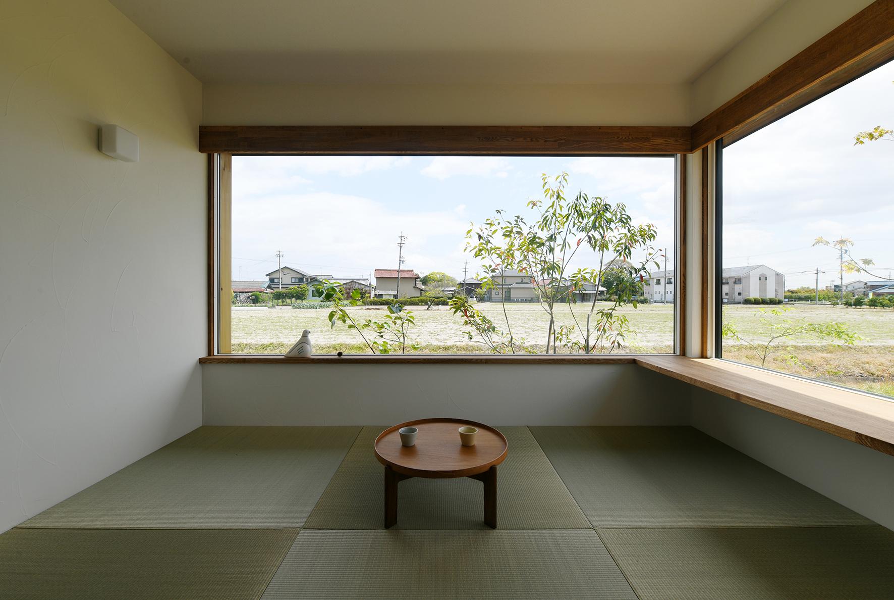 風景を切り取る窓 畳リビング