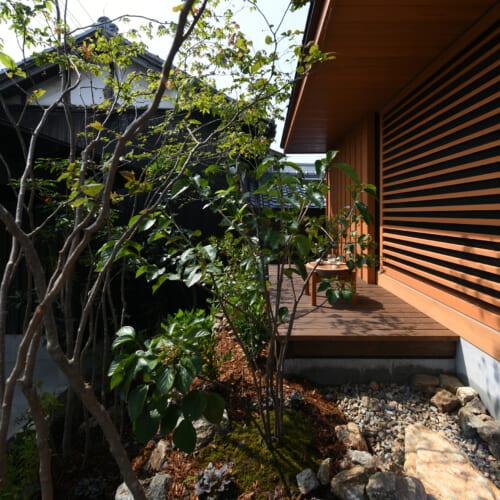 焼杉 外観 木の家 庭