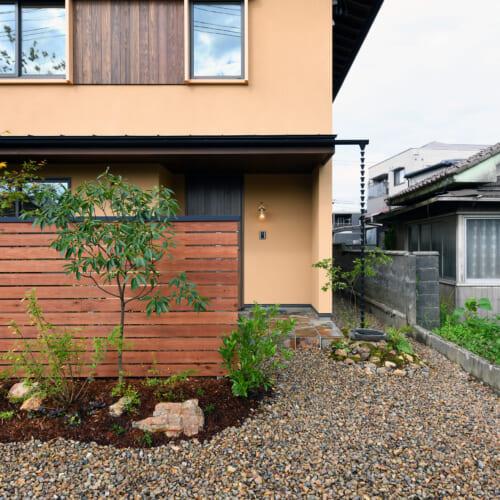 木の家 アプローチ 庭
