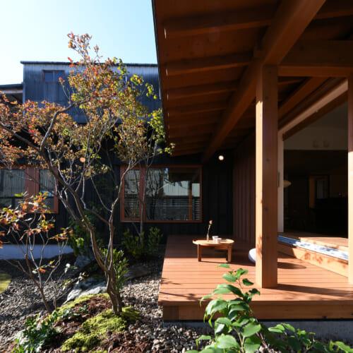 木製デッキ 焼杉 木製窓 外観