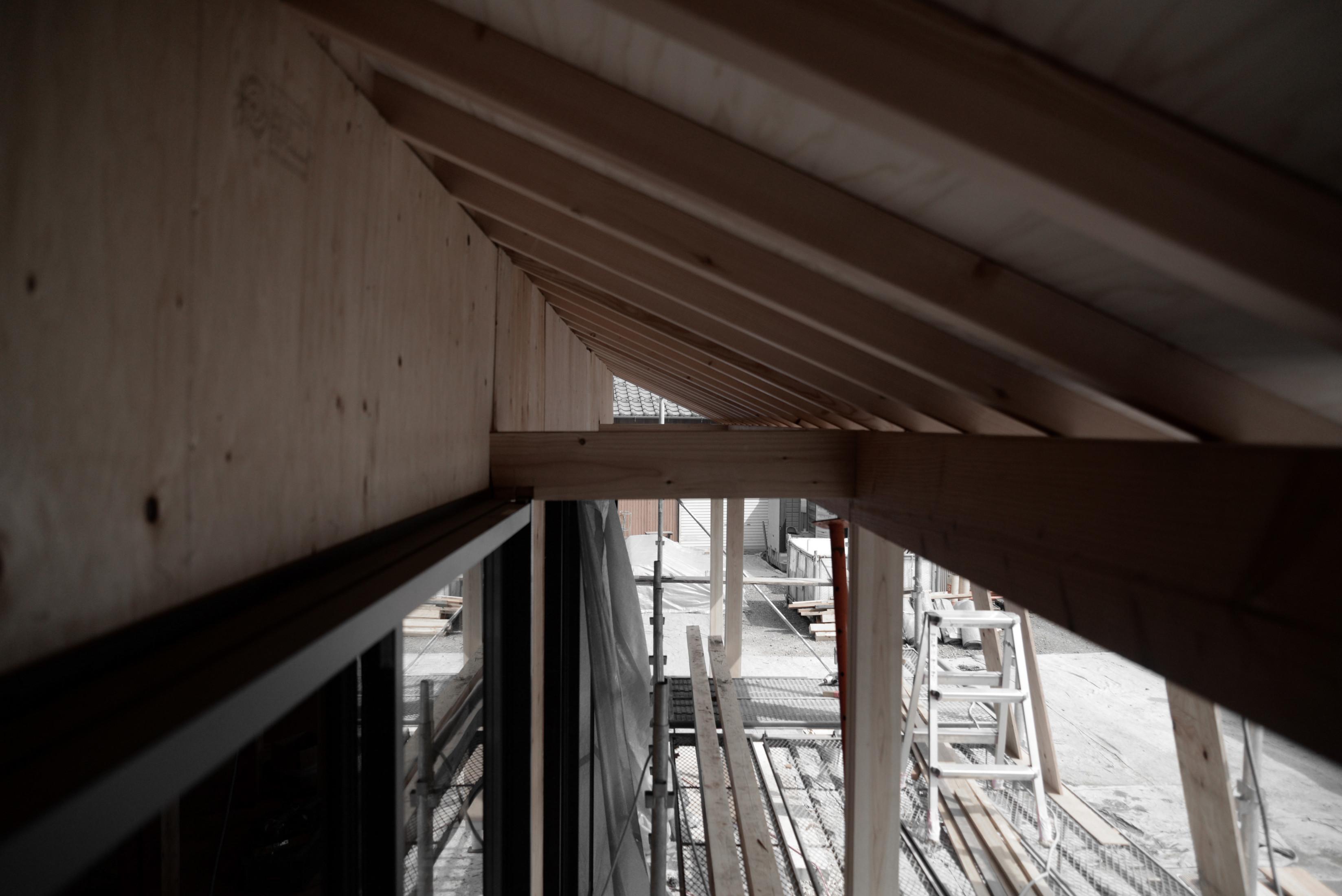 屋根を長く、夏の日差し対策